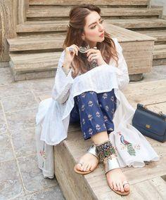 Simple Pakistani Dresses, Pakistani Fashion Casual, Pakistani Bridal Wear, Pakistani Dress Design, Simple Dresses, Indian Fashion, Boho Fashion, Casual Dresses, Fashion Dresses