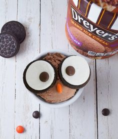 Your kids will have a hoot crafting this deliciously cute ice cream creation! Top a scoop of Chocolate ice cream with two sides of a sandwich cookie and then add brown and orange candy pieces for the eyes and beak.