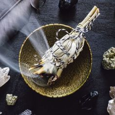 Detox and shed old energy with this healing bath ritual. The post Waning Moon Detox Bath Ritual appeared first on Sue Ellis-Saller. Tarot Card Decks, Tarot Cards, Charge Crystals, Burning Sage, New Moon Rituals, Lemon Balm, Witch Aesthetic, Smudge Sticks, Palo Santo
