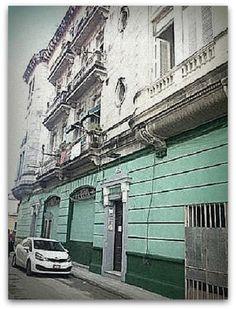 Fachada principal de la Casa Colonial Hostal Cuba. Cuba, Colonial, Street View, Ensuite Bathrooms, San Jose, Windows, Museums