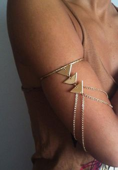 Bermuda Armlet ~ Love these ~ I have seen them before they are Gorgeous