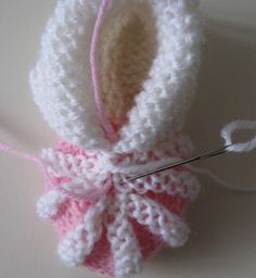 Baby Booties Knitting Pattern, Crochet Baby Booties, Baby Knitting Patterns, Knit Crochet, Crochet Patterns, Knitting For Kids, Hand Knitting, Häkelanleitung Baby, Baby Crafts