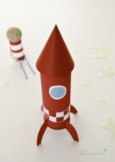 How to Catch a Star (by Oliver Jeffers) rocket craft Diy And Crafts, Arts And Crafts, Paper Crafts, Rocket Ship Craft, Diy For Kids, Crafts For Kids, Cardboard Recycling, Cardboard Tubes, Oliver Jeffers