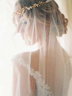Ethereal veil: http://www.stylemepretty.com/2014/11/25/elegant-and-ethereal-inspiration-shoot-at-highlands-ranch-mansion/   Photography: Sara Hasstedt Photography - www.sarahasstedt.com/