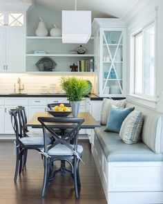 Who doesn't love a fabulous window seat or a breakfast nook?!. I know that I always dream of having one when one day I finally get to design my dream home. By @gilmoredesignstudio Found on @houseofturquoise blog @gilmorephotography . . . #nook #breakfastnook #windowseat #diningtable #tabledecor #diningarea #diningdecor #interiordecor #interiordesign #interiorstyle #coastalstyle #coastalhome #beachhouse #beachstyle #homeinspo #homedecor #houseinspo #kitcheninspo #kitchendesign #kitchendec...