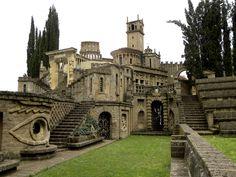 Si chiama La Scarzuola, è in provincia di Terni, ed è stupendo. Questo borgo italiano ti fa vivere dentro un'illustrazione di Escher