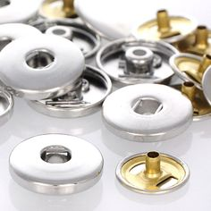 250 Basis-Buttons plus Pins Ø ±18mm (DIY) Click-Wechselschmuck Unterteile