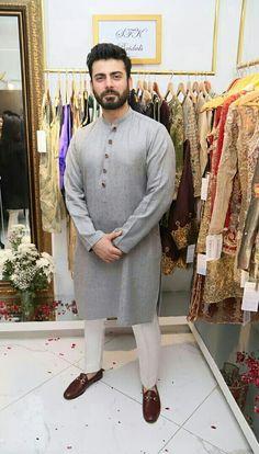 Punjabi Kurta Pajama Men, Kurta Men, Mens Dress Outfits, Men Dress, Man Dress Design, Indian Men Fashion, Mens Fashion, Fashion Suits, Mens Shalwar Kameez
