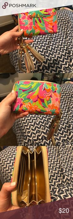 Lilly Pulitzer wristlet! Multi colored Lilly Pulitzer wristlet perfect for summer! Lilly Pulitzer Bags Clutches & Wristlets