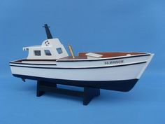 The Gilligan's Island - Minnow is modeled after the boat that got lost on a three-hour tour. Yes, a three-hour tour. Wood Boat Plans, Boat Building Plans, Model Boat Plans, Model Ship Kits, Model Ships, Mako Boats, Yacht Builders, Build Your Own Boat, Alaskan Cruise