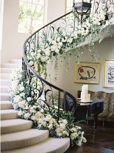 Romantic Wedding Staircase Decor Ideas With Flower Wedding Staircase Decoration, Wedding Stairs, Garland Wedding, Wedding Themes, Wedding Decorations, Decor Wedding, Wedding Cake, Wedding Reception, Wedding Ideas