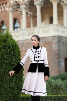 Costum Stofa Dama Romanesc Pipit cu negru din lana - Viata Folk Costume, Costumes, Romanian People, Ukraine, Hand Embroidery, Sewing, Blouse, Coat, Clothes