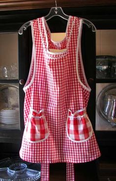 Aprons Vintage grandma apron Retro apron Cobbler apron Aunt Bee apron Old fashioned aprons Polka dots Christmas Red gingham Cherry Strawberry aprons Comfortable Neck Heating Pad, Couture, Cute Aprons, Sewing Aprons, Short Pixie Haircuts, Half Apron, Aprons Vintage, Red Gingham, Sewing For Kids