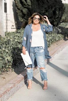 Plus size outfits Plus Size Ripped Jeans, Ripped Jeans Outfit, Torn Jeans, Big Size Fashion, Plus Size Fashion For Women, Curvy Fashion, Women's Fashion, Fashion Tips, Clothes For Women In 30's
