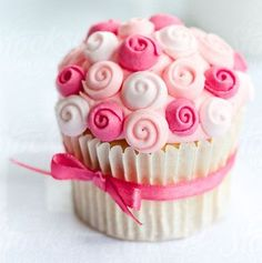 Pretty Cupcakes, Beautiful Cupcakes, Pink Cupcakes, Valentine Cupcakes, Fondant Cupcake Toppers, Cupcake Cakes, Cupcake Ideas, Cupcake Rose, Cupcake Couture