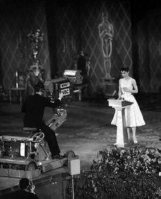 Nostalgia: alfombra roja 'Old Hollywood' © Corbis / Getty Images Grace Kelly, Oscar Films, Oscar Photo, First Academy Awards, Audrey Hepburn Photos, Nostalgia, Roman Holiday, Zooey Deschanel, Best Actress