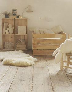30 inspirations déco pour la #chambre : ♡ On aime : Le bois brut ✐ On retient :  Le mélange de couleurs et de matières naturelles (blanc, beige, fourrure, bois, paille)   http://blog.mydecolab.com @mydecolab