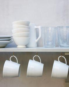 DIY coffee mug storage! Kitchen Shelves, Kitchen Storage, Room Kitchen, Kitchen Organization, Organizing, Coffee Mug Storage, Coffee Mugs, Kitchen Decor Items, Kitchen Ideas