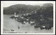 Vest-Agder fylke Flekkefjord kommune HIDRA. Kirkehamn. Oversikt med kirken og bebyggelsen