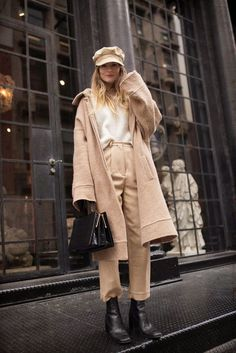 We've rounded up a bunch of December outfit ideas that will look chic no matter what your plans are this holiday season. Cozy Winter Outfits, Winter Wear, Fall Outfits, Look Fashion, Winter Fashion, Fashion Outfits, Fashion Women, December Outfits, Ootd