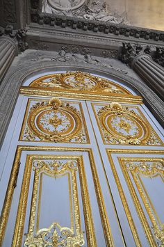 Versailles Door. Versailles is one of the most breathtaking places I've ever been. Would love to go back! Louis Xvi, Grand Entrance, Burg, Architecture Details, Interior Architecture, Chateau Versailles, Palace Of Versailles, France, Unique Doors