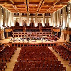O edifício foi projetado por Christiano Stockler das Neves em 1925 para sediar uma estação da Estrada de Ferro Sorocabana e hoje abriga a Sala São Paulo, sede da Orquestra Sinfônica do Estado de São Paulo. Além dos concertos, o espaço recebe exposições.