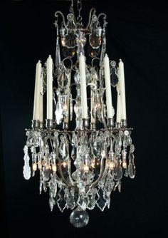 Zilveren grote kroonluchter, lustre a cage met kristallen pegels. - Kroonluchters.com Crystal Chandeliers, Vintage Chandelier, Lamp Light, Lamps, Ceiling Lights, Crystals, Lighting, Antiques, Beautiful