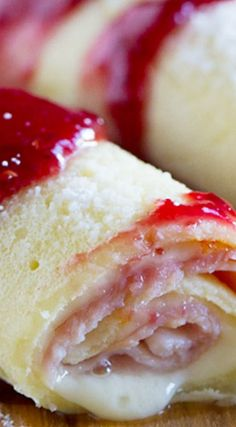These Monte Cristo Crepes are sweet and savory and perfect for breakfast, brunch or dinner! Tender crepes are filled with cheese, ham and turkey and topped with raspberry jam and powdered sugar. Mexican Breakfast Recipes, Brunch Recipes, Pancake Recipes, Waffle Recipes, Breakfast Time, Best Breakfast, Breakfast Pizza, Breakfast Bowls, Breakfast Ideas