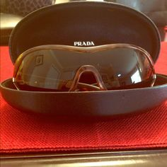 Prada sunglasses Authentic Prada Deluxe Sunglasses. SPR 12G 2AU-2PL ! Great condition/like new! Prada Accessories Sunglasses