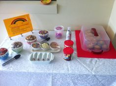 Decorate your own cupcake station. Children iced and decorated their cupcake and put it on a stand for judging. This is by far the cutest party game ever! You could even let the birthday boy/girl pick the winner :) Slumber Party Games, Kids Party Games, Slumber Parties, Sleepover, Carnival Birthday Parties, Birthday Party Games, Birthday Ideas, Cupcake Decorating Party, Cupcake Party