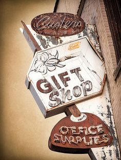 Custer's Gift Shop | #retro #vintage #sign #brown #orange #ivory