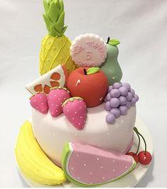 Fofura de bolo que vi no @loucaporfestas amei! . #Repost @loucaporfestas Bolo lindo para mêsversário com tema Frutinhas by @brugauss ! #Loucaporfestas #mesversario #mensario #bolo #cake #bololpf #cakelpf #decorefesta #blogdecorefesta #decorefestacakes #cakes #bolo #ideias #inspiração #inspiration #deco #decor #decoraçãodefesta #festa #festainfantil #party #baby