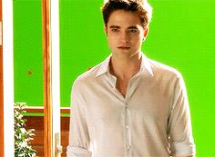 "Behind The Scenes: The Making Of ""Breaking Dawn Part With Robert Pattinson & Co Twilight 2008, Vampire Twilight, Twilight Book, Twilight Edward, Twilight Cast, Twilight Quotes, Twilight Pictures, Robert Douglas, Breaking Dawn Part 2"
