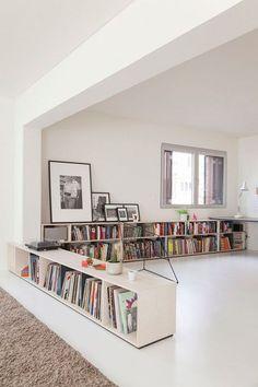 home library Kluge Raumteiler-Einrichtungsideen fr Studio Apartments Home Interior, Interior Architecture, Interior Design, Apartment Interior, Interior Ideas, Interior Inspiration, Low Bookshelves, Low Shelves, Short Bookshelf