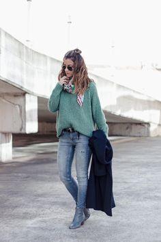 samivida-bimba-y-lola-blue-leather-mid-heel-mini-boots-green-mint-knit-navy-blue-coat-baja-10