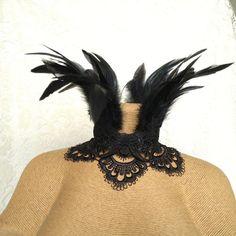Plume maléfique Collier - Tour de cou victorien plume - costume Maleficent Collier - pendentif plume noire - Couronne pétoncle dentelle de l