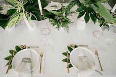 Классический белый и много тропической зелени   Дизайн ручной работы