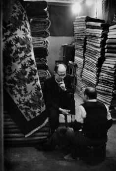 Henri Cartier-Bresson // Turkey, 1964 - Istambul. The Grand Bazaar