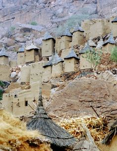 10 Incredible Cities On The Edge Of Cliff Bandiagara Escarpment, Mali