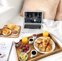 Breakfast in bed*. Uuuummmm .... desayunos sin prisas.....