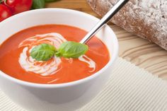 Tomato and Olive Soup with Basil Cream Ninja Recipes, Soup Recipes, Diet Recipes, Cooking Recipes, Healthy Recipes, Healthy Foods, Recipies, Healthy Eating, Sonoma Diet