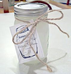 Rosemary Mint Fabric Softener - 6 cups water, 3 cups white vinegar and 2 cups hair conditioner Cleaners Homemade, Diy Cleaners, Homemade Cleaning Supplies, Cleaning Hacks, Homemade Fabric Softner, Thing 1, Natural Cleaning Products, Household Products, Household Tips