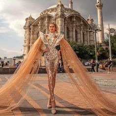 Albina Dyla dresses are gorgeous and loved by many women around the world. Albina Dyla gowns are so beautiful you will fall in love. Gala Dresses, Couture Dresses, Fashion Dresses, Award Show Dresses, Wedding Dresses, Look Fashion, Fashion Show, Fashion Design, Elegant Dresses