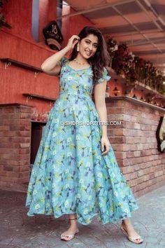 Stylish Dresses For Girls, Frocks For Girls, Stylish Dress Designs, Dresses Kids Girl, Kids Frocks, A Elite, Half Saree Designs, Kurta Designs, Lehenga Saree Design