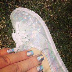 gosh holographic hero + chanel holographique un doigt sur deux  WhitePitchie - http://www.pitchie.fr/?p=835