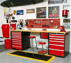 I'd love to have tool chest like these! 2 of them and a counter top...waaalaaa intant work bench. Tarina I know what I want for X-Mas now :)