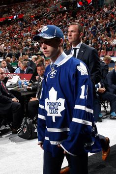 The National Hockey League (NHL) pits 30 teams who play against each other throughout the regular season in North America with the goal of earning a playoff Rangers Hockey, Hockey Teams, Hockey Rules, Kings Hockey, Hockey Girls, William Nylander, Hockey Shot, Mitch Marner, Maple Leafs Hockey