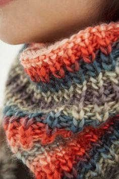 Free cowl knitting pattern.
