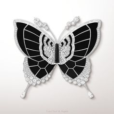 """The Moments de chance black & white clip from the Palais de la chance collection highlights the contrast between the delicacy of the butterfly and the strength of the tiger. The combination of black onyx and white diamonds, confers this creation a timeless elegance."""