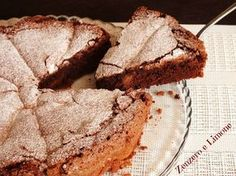 torta cioccolato e pere: 200 g di cioccolato fondente 100 g di burro 4 uova 200 g di zucchero (io ne ho messi 180) 2 cucchiai di farina 00 (circa 30 g) 2 cucchiai di fecola di patate (circa 25 g) ½ bustina di lievito in polvere per dolci 1 bicchierino di rum (io ho messo il marsala) un pizzico di sale 1 pera kaiser